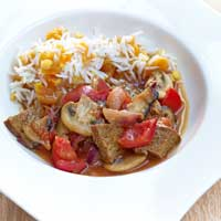 Oriental seitan goulash with apricot and lentil rice,
