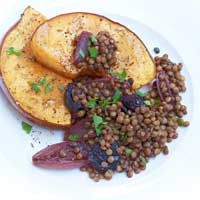Braised lentils with red wine and oven-baked squash,