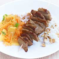 Seitan satay with carrot and mango salad and peanut rice,